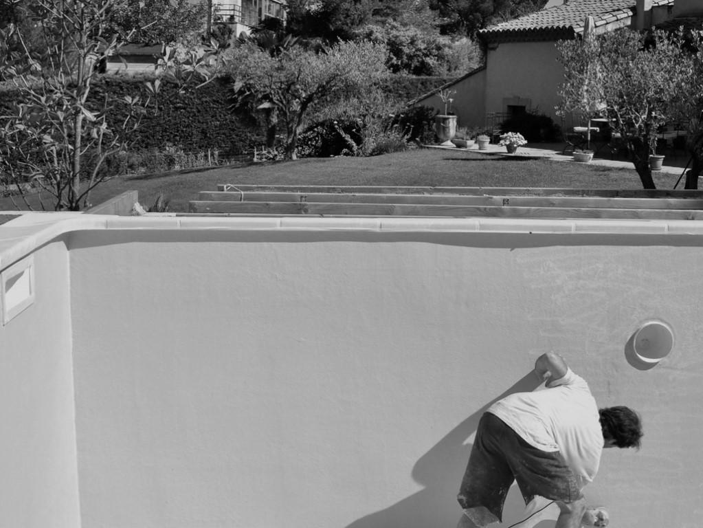 Repeindre une piscine en b ton nice arcane industries for Repeindre sur une tapisserie