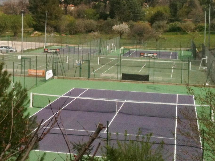 comment repeindre un court de tennis arcane industries. Black Bedroom Furniture Sets. Home Design Ideas